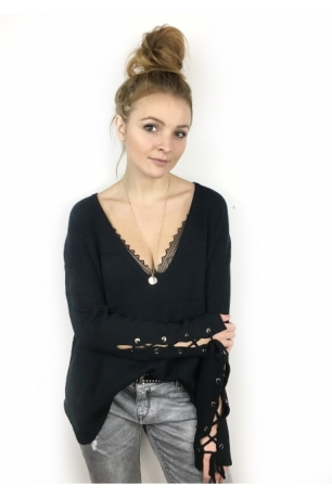 pull-cosy-col-v-profond-et-manches-lacees-noir