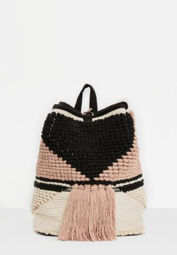 sac--dos-noir-en-crochet--pompons